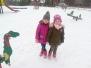 Zimowe zabawy na placu zabaw gr IV