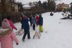 Zabawy na śniegu - kulig gr. VI